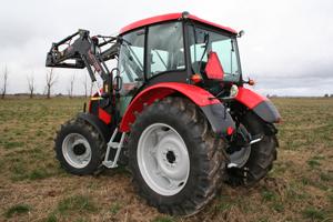 Zetor har alltid haft en kompressor monterad direkt på motorn. Det är en klar fördel och har man en slang med sig i hytten kan man som exempel smidigt fylla på luft i ett hjul på såväl traktor som redskap.