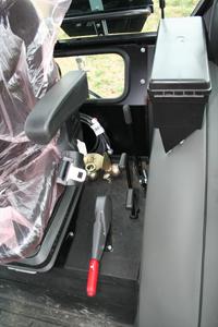 Zetor Proxima Plus 8541 har en nackdel och det är att det finns reglage även till vänster i hytten.