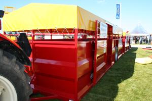 Flex är en ny djurtransportvagn som är konstruerad för att gå före de vanliga vagnarna. Den har in- och utlastning på sidan. Flex är 8 meter lång och kan ta vilken som av de ordinarie vagnarna bakefter, 5, 6, 7 eller 8 meter.
