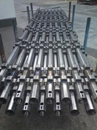 Haki Light med åttakantsprofil innebär ökad hållfasthet. På så sätt kan man minska materialmängden och därmed använda hållbarare stål, i stället för lätt aluminium,  och ändå erhålla en ställning som både är lätt och hållbar.