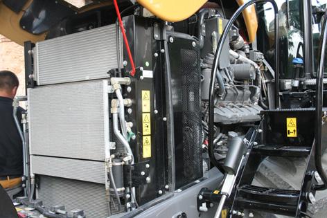 Motorn är en tolvcylindrig AgcoPower på 16,8 liter och konstruerad för lantbruksarbete. Nominell effekt är 439 kW (598 hk) och maxeffekt är 474 kW (648 hk).