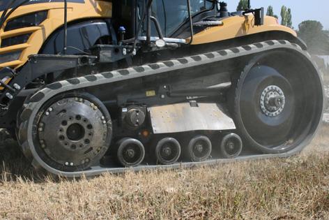 Det är viktigt att hela bandstället ligger an mot marken för att en bandtraktor ska dra effektivt. Challenger MT875E har något som kallas för Mobil-Trac och Opti-Ride. Det är fjädrade löphjul med individuellt rörelsemönster och gummifjädring mellan undervagn och själva traktorn för mjuk gång.
