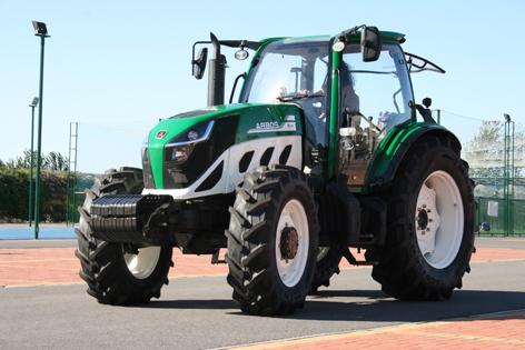 Lovol 5000 väger endast 4000 kg vilket blir strax under 30 kg per hästkraft. Hjulbasen är 2 347 millimeter.