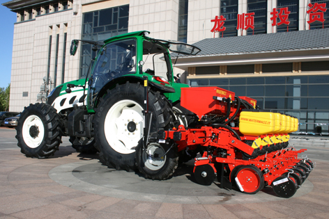 Traktorer från Kina kommer så sakta i Europa. Fram till nu har de varit synnerligen enkla vad gäller finish, men nu börjar de så sakta förbättras.