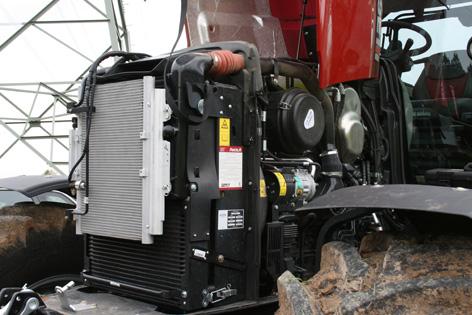 Motorn är en sexcylindrig FPT på 6,7 liter. Nominell effekt är 132 kW (180 hk) vid 2 200 rpm. Frekvent underhåll görs enkelt, tack vare att motorhuven öppnas spikrakt uppåt och frilägger hela motorn.
