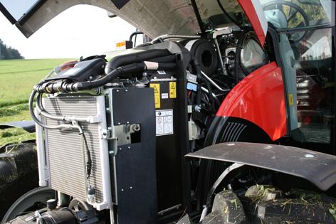 Motorn är fyrcylindrig på 3,4 liter och ger 83 kW (114 hk) maxeffekt vid 1 900 rpm. Serviceåtkomsten är god.
