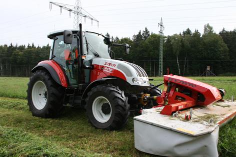Steyr 4115 Kompakt är en traktor med teknik som är relativt ovanlig i klassen. Den österrikiska traktorn marknadsförs inte i Sverige, men ses som ett premiummärke av lantbrukarna på hemmamarknaden. Konstruktionen skiljer sig på en del punkter från de andra CNH-traktorerna.