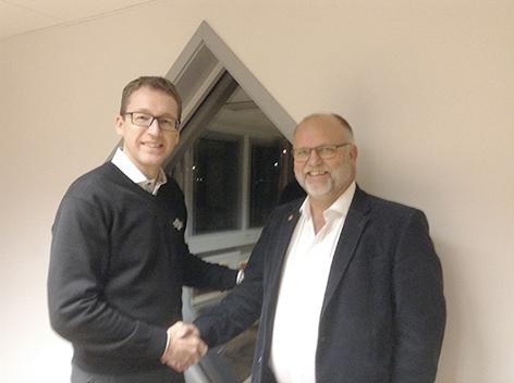 Hans Ripa, VD Söderberg & Haak Maskin AB och Per-Olof Jakobsson KL Maskin AB har enats om ett ägarskifte i det anrika KL Maskin AB